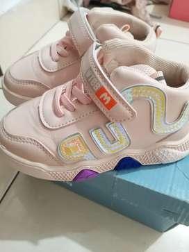 Sepatu sneakers anak muraah istimewa