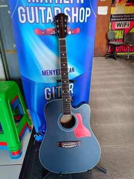 Gitar akustik penampakan
