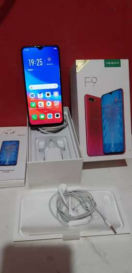 Dijual hp Oppo F9  6GB/64GB warna merah 2,200.000