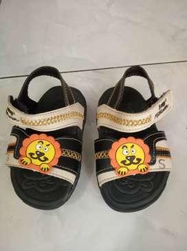 Sendal dan sepatu anak Preeloved