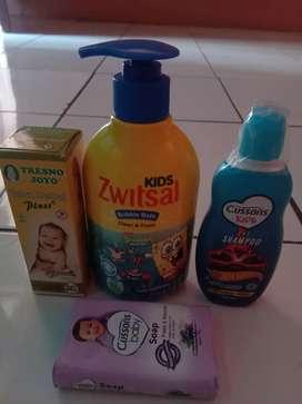 Perlengkapan mandi anak