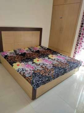 3bhk flat with Washing machine nd dinningtable fully furnished nd Ind