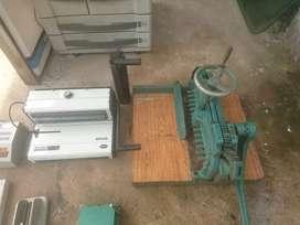 Di Jual mesin potong kertas, mesin jilid spiral dll seperti dalam foto