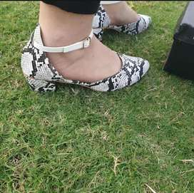 Ladies stylish heeled sandals shoes for women or girls