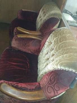 Ease and Spacious comfortable good looking sofaset 5 seated