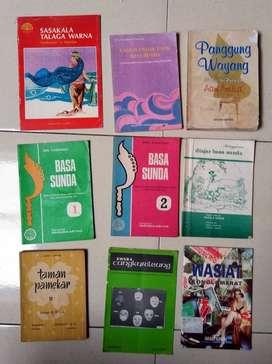 Berbagai buku bahasa sunda