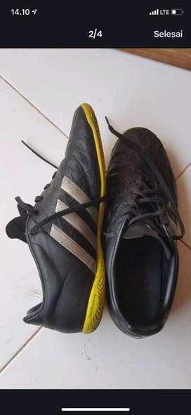 Sepatu adidas futsall