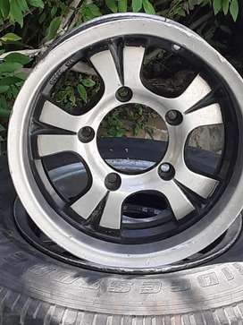 Four alloy wheels for mahindra bolero and two used tyre very low price