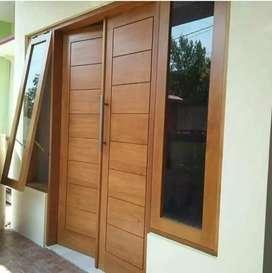 Pintu kupu tarung kayu mahoni serat padat +kusen+ 2 jendela