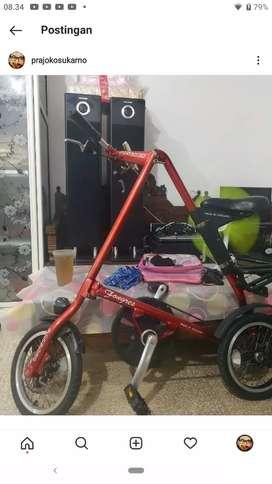 Sepeda lipat strida