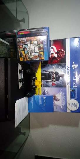 PS4 Slim 500 GB / With box , controller and 5 Cds