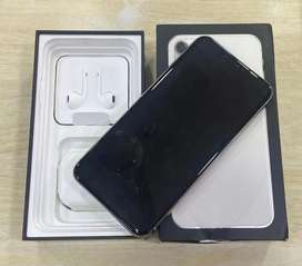 iPhone 11pro max 256gb with warranty box kit  and cards are accepted