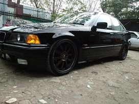 Jual BMW 320i M/T Hitam 1995