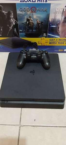 PS4 slim 1TB CUH 2218B + kaset Detroit, God of War + 1 stik