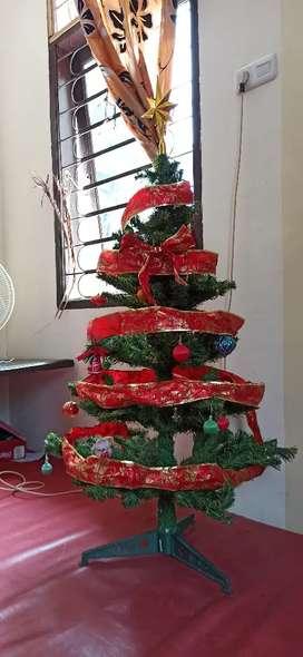 Pohon Natal ukuran sedang (1, 1 - 1, 2 m)