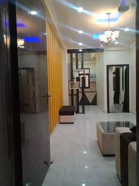 Ready to move In flat only in 18.5lc noida