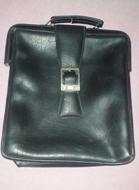 bag made of original leather in good condition