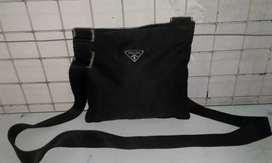 Prada sling bag,kondisi mulus