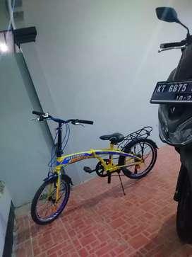 Sepeda lipat merek element