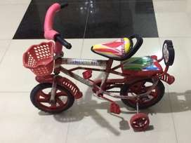 Kids bicycle 3-7 years