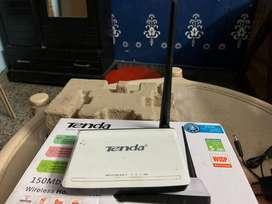 Tenda N4 150 Mbps WiFi Router (White)