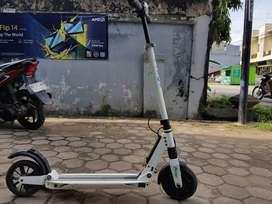 skuter listrik e.Twow