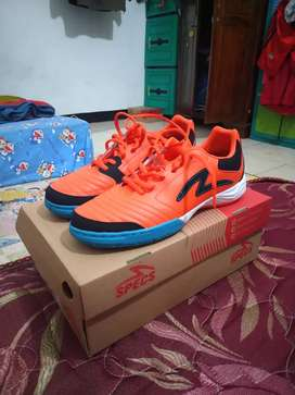 Sepatu futsal specs metasala rokka in orangeade