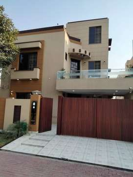 10 Marla Brand New House Available in Rafi Block