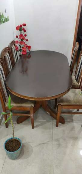 Dining Table Very Good Condition..