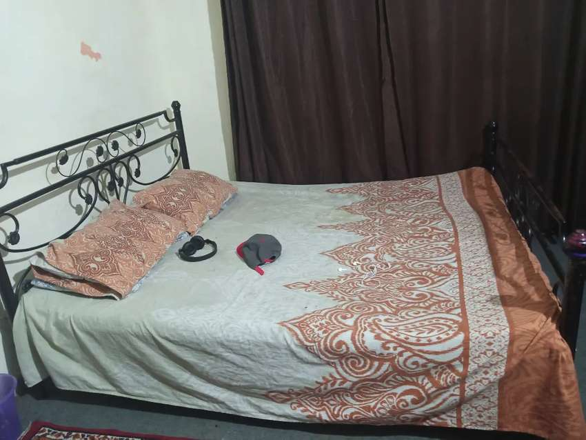 Bed in good condition 0