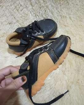 Sepatu anak laki laki size 23
