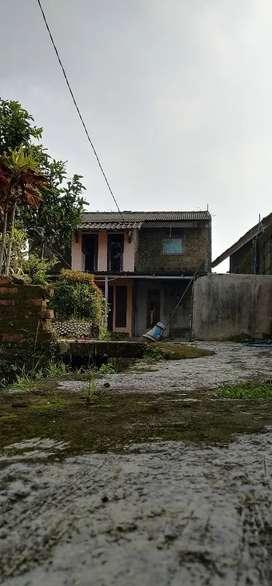 Dijual tanah seluas 700 m2, termasuk rumah, lokasi strategis