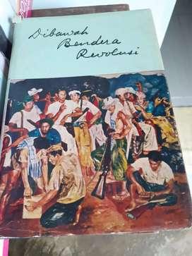 Buku Dibawah bendera revolusi