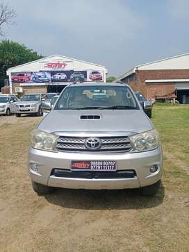 Toyota Fortuner 4x4 Manual Limited Edition, 2009, Diesel