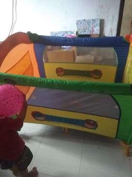 Tempat tidur bayi, Box bayi merk pliko