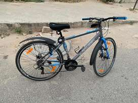 Raleigh hybrid cycle 3x7 gears and loaded with all accessories