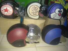 Helm retro kulit motif