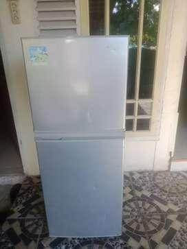 Dijual khusu hri ini kulkas 2 pintu sharp yg tinggi 160 cm