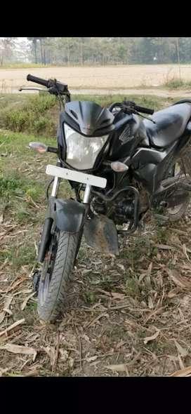 बाइक में कोई भी प्रॉब्लम नहीं है इसमें डिस्काउंट भी है150cc