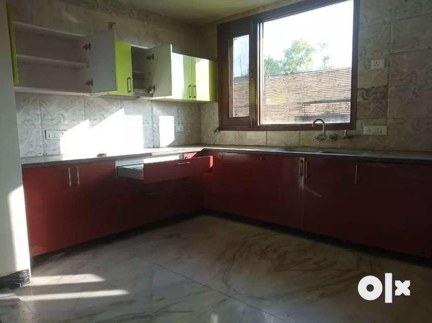 500Yard floor foe rent in A block New friends colony New Delhi wth lft 0