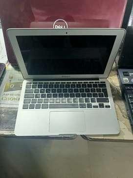 Apple Macair Core i5 Ram 4 gb SSD 128 gb 1 year warranty