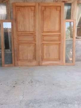 Kusen + pintu 2 + kusen jendela kaca dari kayu bekas kamper
