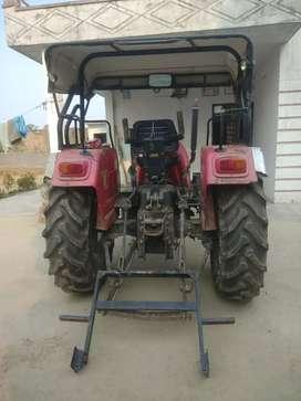Tractor Mahindra Arjun 555