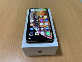 Selling iPhone xs max gold color discounted price