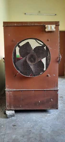 Cooler with Crompton fan