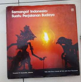 Buku Semangat Indonesia suatu perjalanan budaya oleh Umar Khayam