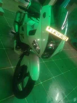 Karizma r.   .model 2015.  20000 km chaleli.    3rd owner