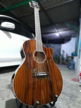 Gitar akustik sakaw