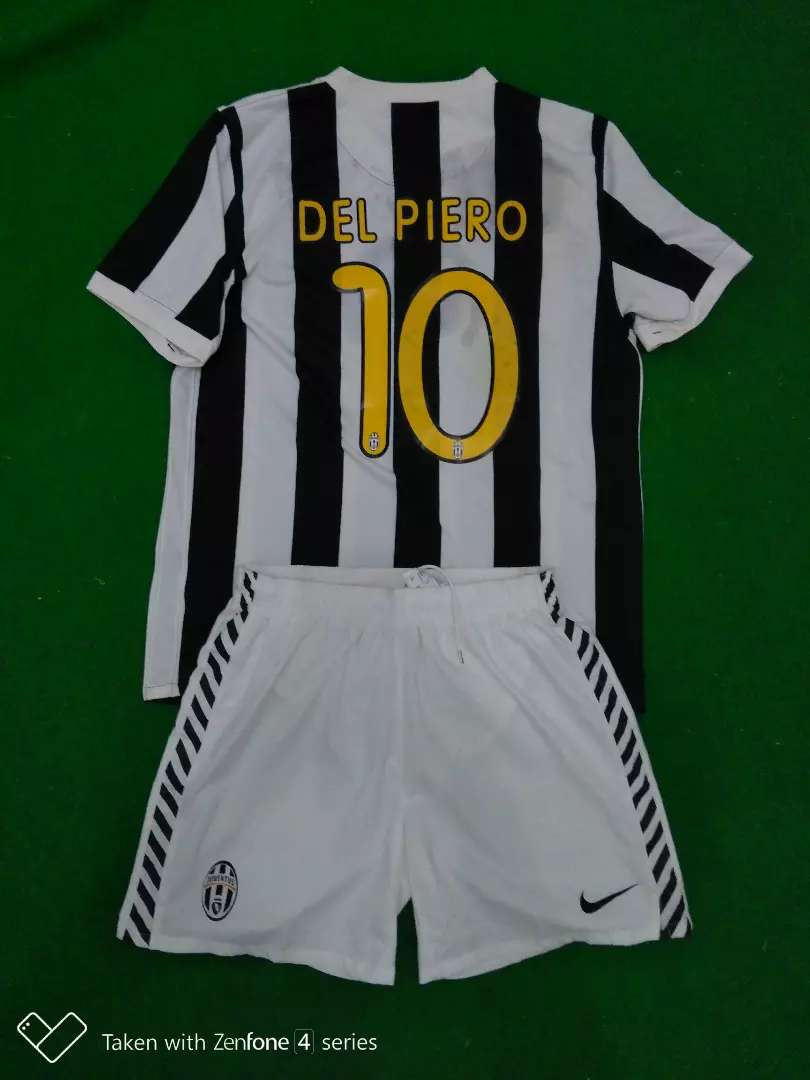 Jersey Original Juventus Home 09/10 fullkit 0