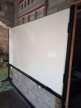 Papan tulis whiteboard kaki roda